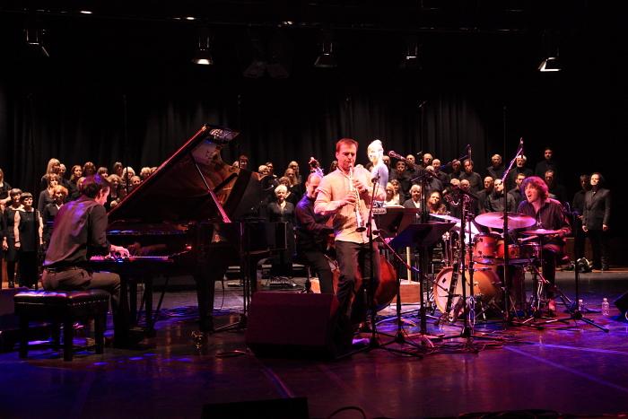 Gwilym Simcock, Klaus Gesing, Yuri Goloubev and James Maddren with Choir